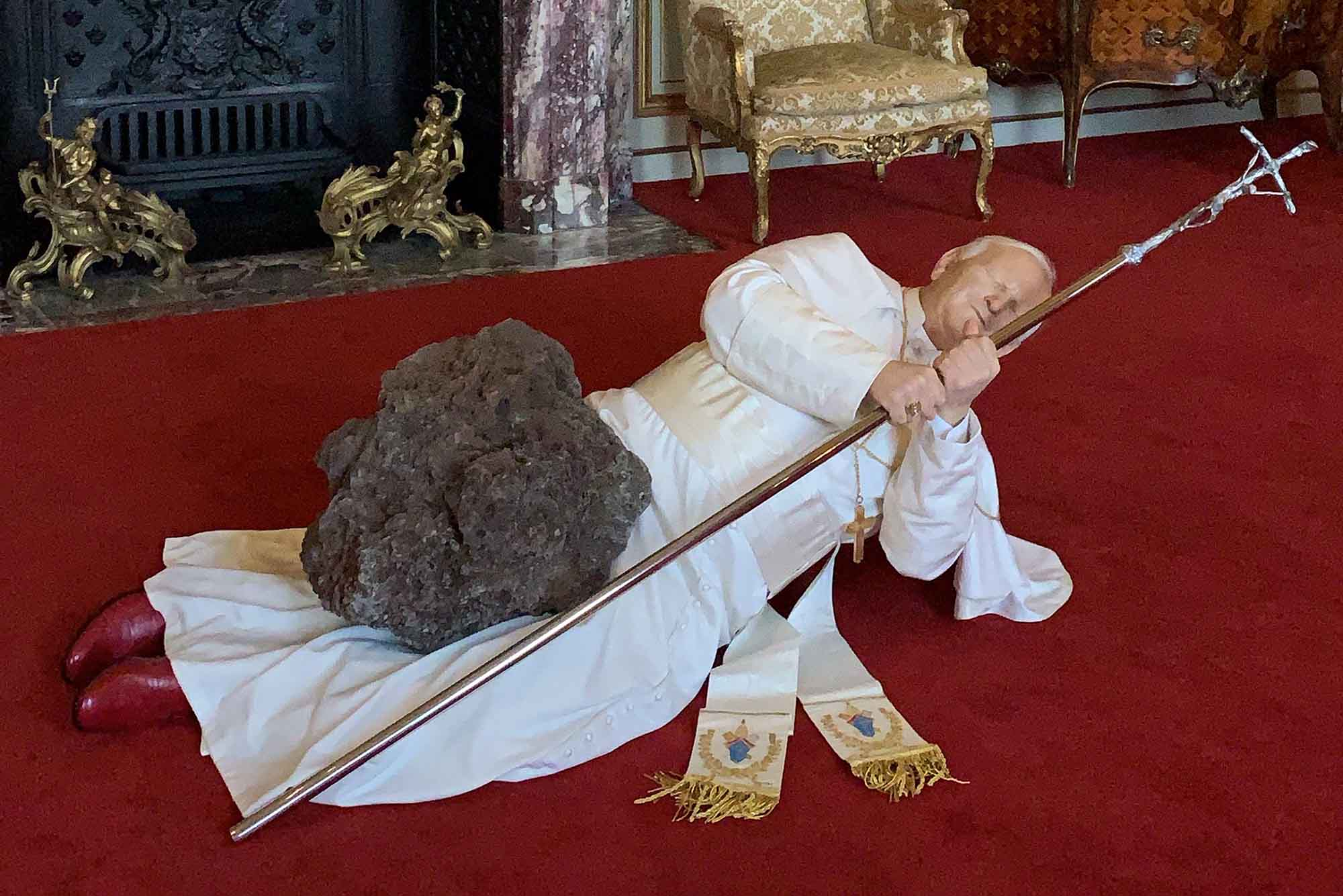 Maurizio Cattelan, Victory is Not an Option (2019), Blenheim Palace