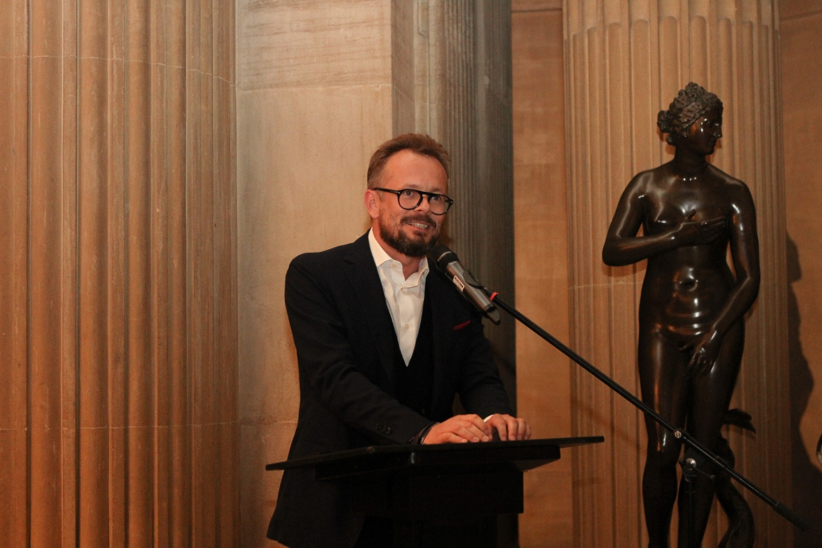 Mikolaj Sekutowicz, Curator of Therme Art giving a speech at Blenheim Palace